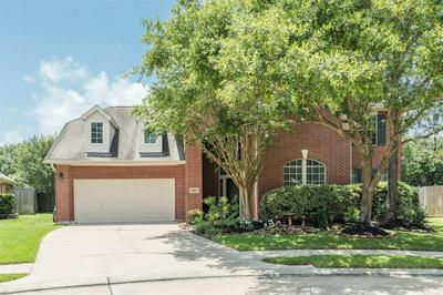 3303 WALNUT COVE CT, Friendswood, TX 77546 - Photo 2
