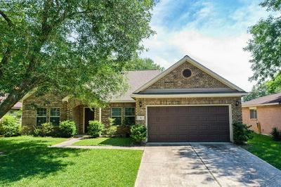 4 LOBO CT, Angleton, TX 77515 - Photo 1