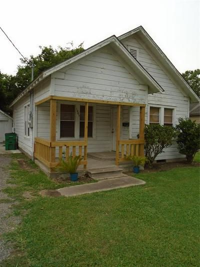 1003 E JACKSON ST, El Campo, TX 77437 - Photo 1