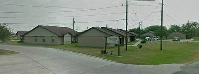 500 FREEMAN ST, MATHIS, TX 78368 - Photo 2