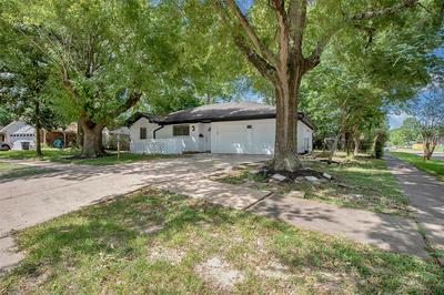802 WAVECREST LN, Houston, TX 77062 - Photo 2