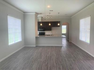 915 LAKELAND CIR, Rosharon, TX 77583 - Photo 2
