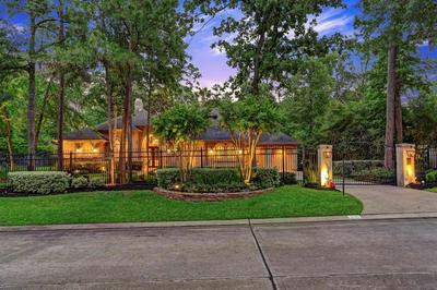 23 N HERITAGE HILL CIR, The Woodlands, TX 77381 - Photo 1