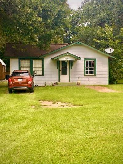 2303 JEFFERSON DR, Liberty, TX 77575 - Photo 2