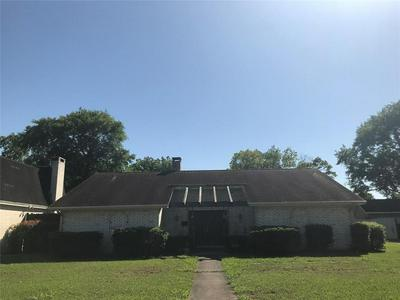 2921 BRYAN AVE, Groves, TX 77619 - Photo 2
