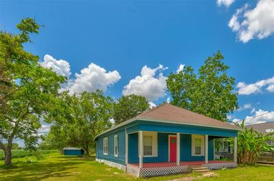 402 STAVENA RD, Wharton, TX 77488 - Photo 1