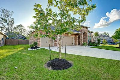110 FOREST BEND CT, Clute, TX 77531 - Photo 2