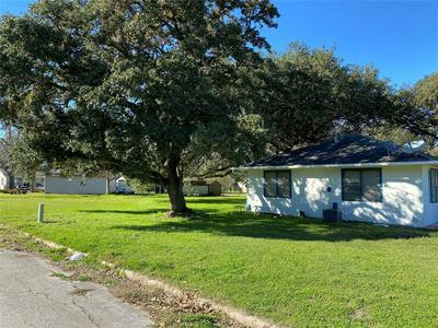 1745 8TH ST, HEMPSTEAD, TX 77445 - Photo 2