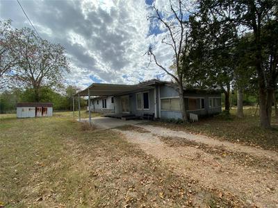 705 W ASH ST, Edna, TX 77957 - Photo 1