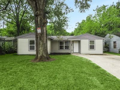 5230 PENSDALE ST, Houston, TX 77033 - Photo 2