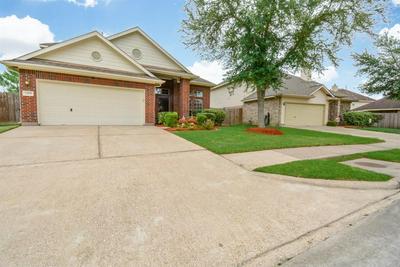 2555 DORAL DR, BAYTOWN, TX 77523 - Photo 2