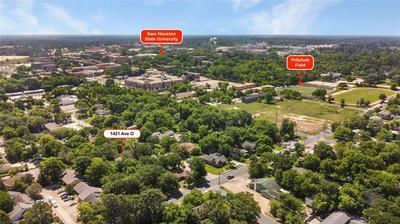 1421 AVENUE O, Huntsville, TX 77340 - Photo 2