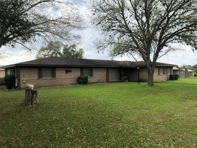 301 N LANCASTER, MOULTON, TX 77975 - Photo 1
