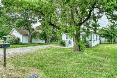 505 W TRINITY ST, Madisonville, TX 77864 - Photo 2