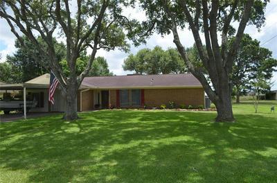 1803 W ROBERTS ST, El Campo, TX 77437 - Photo 1