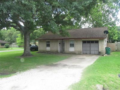 101 N ORANGE ST, Sweeny, TX 77480 - Photo 1