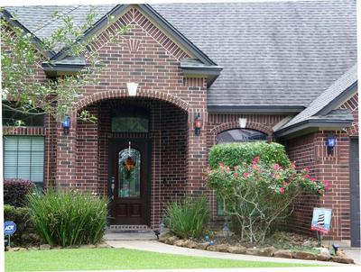 1103 SPREADING OAKS DR, Angleton, TX 77515 - Photo 2