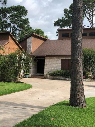 700 BAYOU CREST CIR, Dickinson, TX 77539 - Photo 1