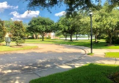13030 BRYNWOOD LN, Sugar Land, TX 77498 - Photo 2