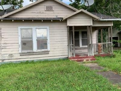 419 W MAIN ST, Yorktown, TX 78164 - Photo 1