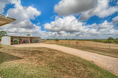 9285 COUNTY ROAD 401, Floresville, TX 78114 - Photo 2