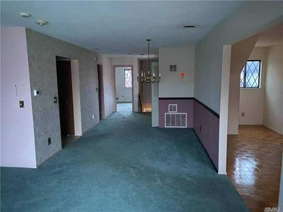 185 CAMBRIDGE DR E, Copiague, NY 11726 - Photo 2
