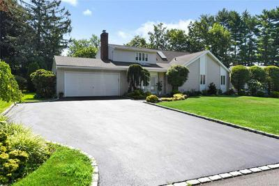 10 BLUEBIRD DR, East Hills, NY 11577 - Photo 2