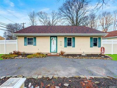 895 GRUNDY AVE, Holbrook, NY 11741 - Photo 1