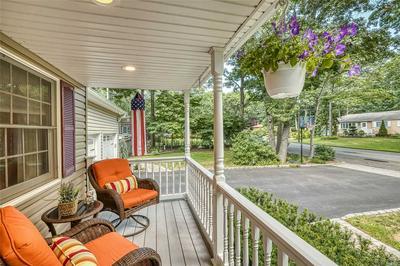 22 CHEROKEE TRL, Ridge, NY 11961 - Photo 2