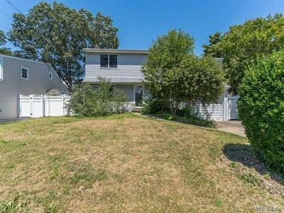3885 BEECHWOOD PL, Seaford, NY 11783 - Photo 1
