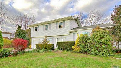 9 VALLEY FORGE DR, Wheatley Heights, NY 11798 - Photo 1