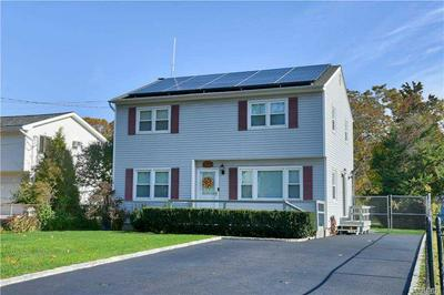 5 OAK PL, Selden, NY 11784 - Photo 2