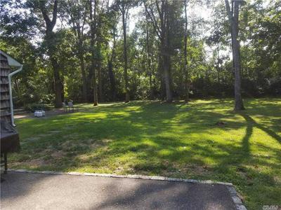 4 NORTHWOOD CT, Woodbury, NY 11797 - Photo 2