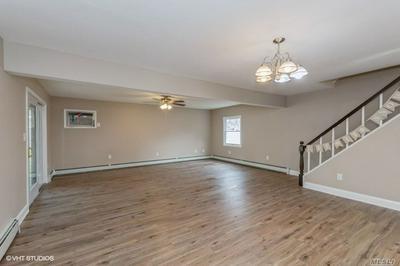 547 SAND HILL RD, Wantagh, NY 11793 - Photo 2