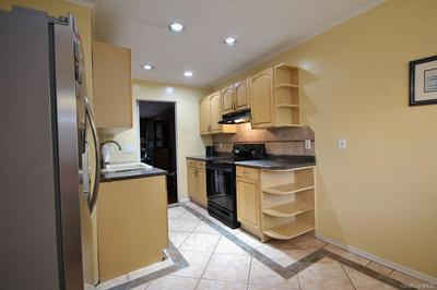 19 LINCOLN PL APT 34, Ossining, NY 10562 - Photo 2