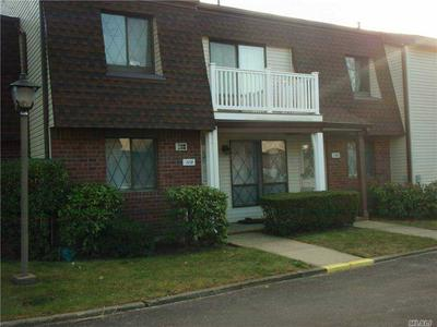 119 CLUBHOUSE DR # 119, Copiague, NY 11726 - Photo 2