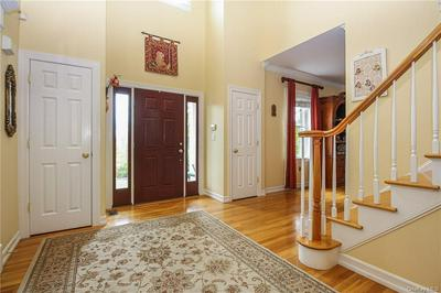 10 FIELDSTONE DR, Katonah, NY 10536 - Photo 2