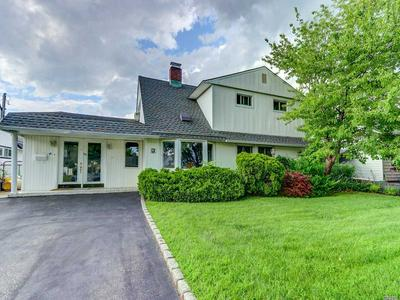 99 SPINDLE RD, Hicksville, NY 11801 - Photo 1