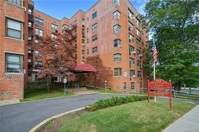 555 BRONX RIVER RD APT 1D, Yonkers, NY 10704 - Photo 2