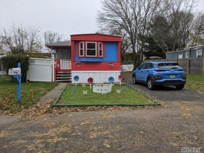 114 LINCOLN AVE, Holbrook, NY 11741 - Photo 1