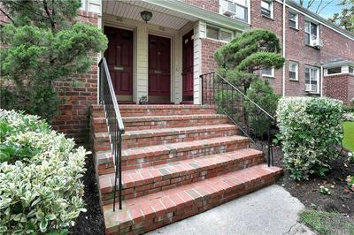 98 EDWARDS ST APT 1B, Roslyn Heights, NY 11577 - Photo 2