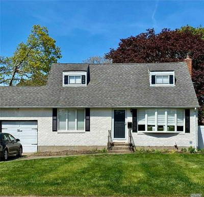 3 RACE PL, Oakdale, NY 11769 - Photo 2