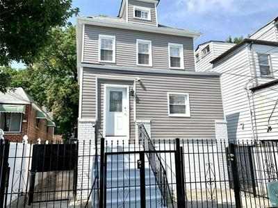 563 SAINT LAWRENCE AVE, BRONX, NY 10473 - Photo 1