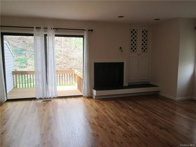 34 LEDGEWOOD CMNS, New Castle, NY 10546 - Photo 2