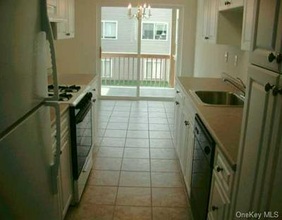 25 COLLEGE AVE APT 604, Clarkstown, NY 10954 - Photo 2