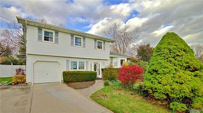 9 VALLEY FORGE DR, Wheatley Heights, NY 11798 - Photo 2