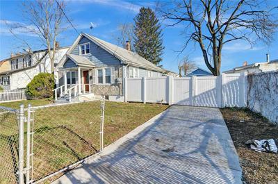 18 ROBINWOOD AVE, Hempstead, NY 11550 - Photo 2