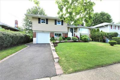 15 SPECTOR LN, Plainview, NY 11803 - Photo 1