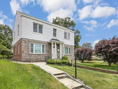 672 KIMBALL AVE, Yonkers, NY 10704 - Photo 2
