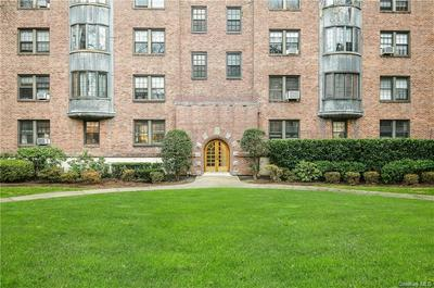 192 GARTH RD APT 3P, Scarsdale, NY 10583 - Photo 2